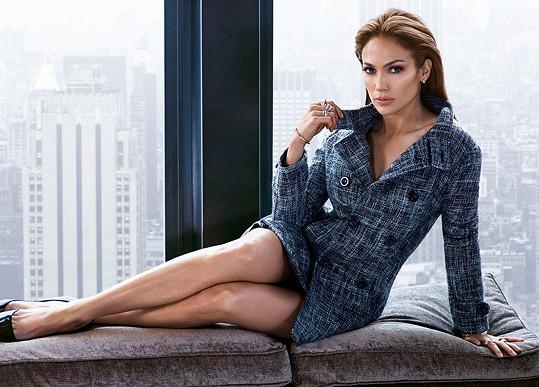 Jennifer nechala vyniknout své nohy.