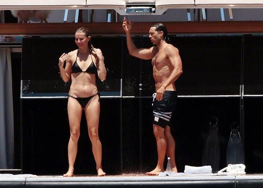 Gwyneth i Brad mají dokonalá těla.
