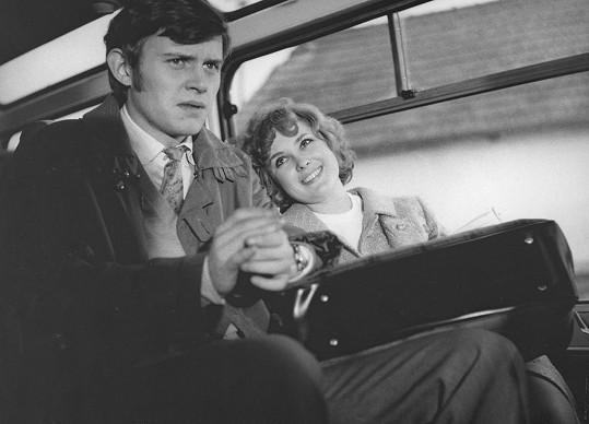 Jiří Schmitzer a Naďa Konvalinková v komedii Tři chlapi na cestách (1973)