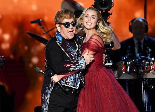 O pět let později vystoupila s Eltonem Johnem.