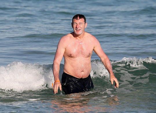 Jason Isaacs si vyrazil na pláž v Miami.