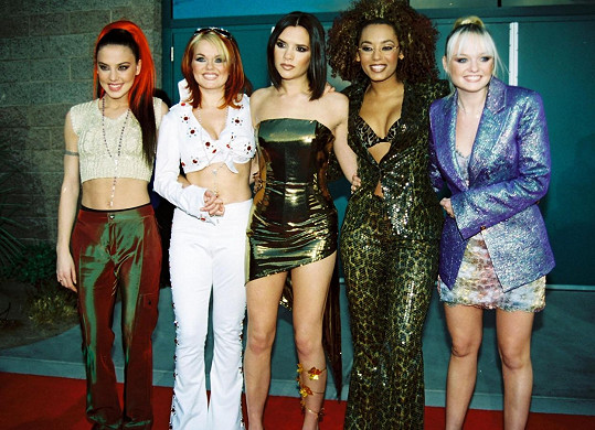 Už v době Spice Girls dávala své vysportované břicho na odiv.