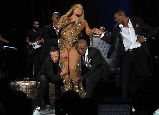 Mariah se z nepochopitelného důvodu nechala zvednout.