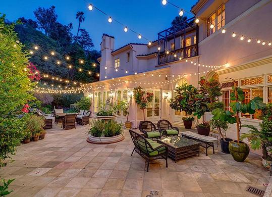 Kirstie Alley se po třech letech podařilo prodat sídlo v Los Feliz.