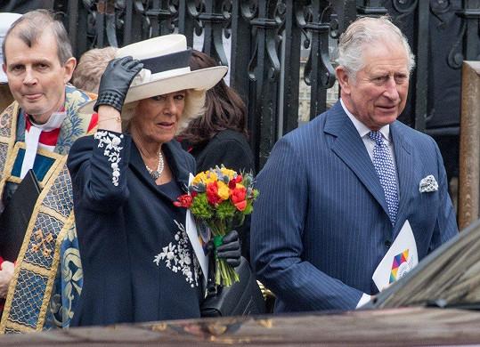 Přišli i Charles a Camilla.