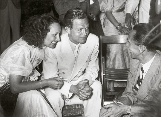 Lída Baarová s přítelem Gustavem Fröhlichem (vlevo). Brzy se zakoukala do nacisty Goebbelse (vpravo).