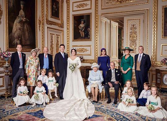 Rodiny Eugenie a Jacka. Sarah (v zelených šatech) se na fotce s bývalým tchánem, princem Philipem neobjevila 26 let.