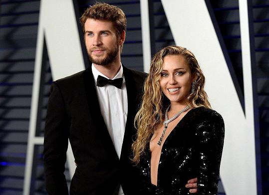 Na Vanity Fair Oscar Party 2019 zpěvačka dorazila s manželem, kterého si vzala na sklonku loňského roku.