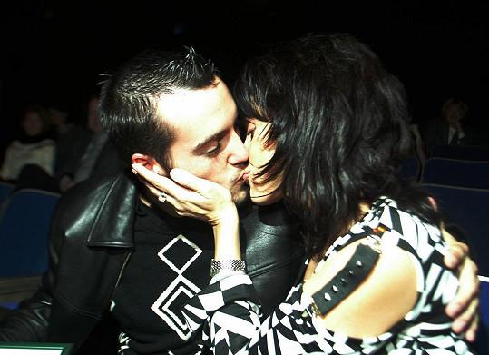 Rok 2004 a zamilované foto s Václavem Noidem Bártou, který byl druhým manželem Lucie Bílé.