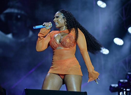 Na pódiu předvedla žhavou show.