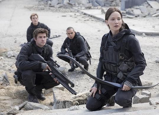 Jennifer a Liam v závěrečném díle Hunger Games, který dorazí do kin v listopadu.