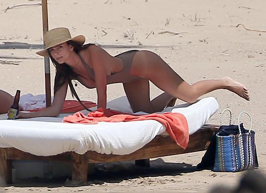 Emily si užívá dovolenou v Mexiku.