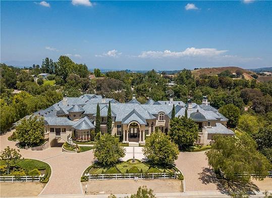 Rozlehlé sídlo Star koupil za cca 336 miliónů Kč.