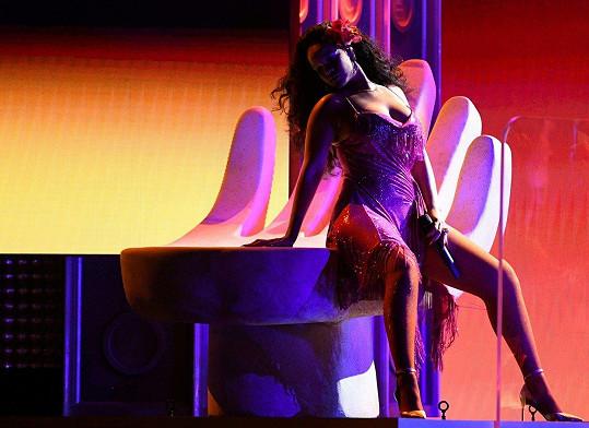 Takhle provokovala na cenách Grammy