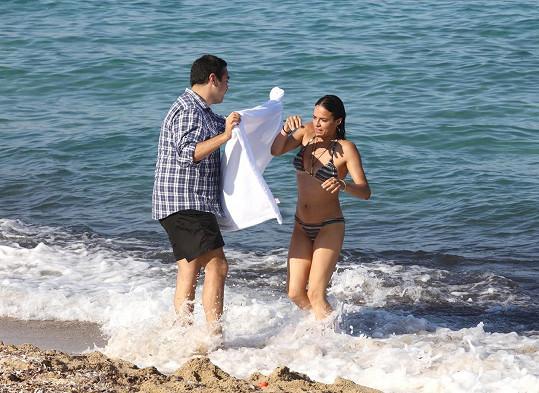Pak ocení, když přispěchá kamarád s ručníkem.