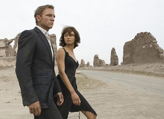 Olga Kurylenko a Daniel Craig v bondovce Quantum of Solace (2008)