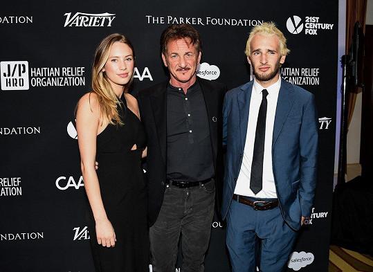 Sean Penn s dcerou Dylan a synem Hopperem.