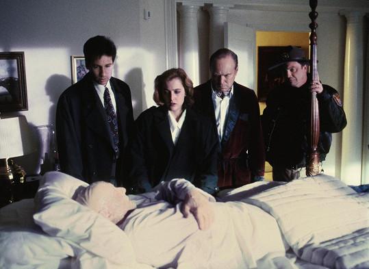 George Gerdes si zahrál například v seriálu Akta X (druhý zprava).