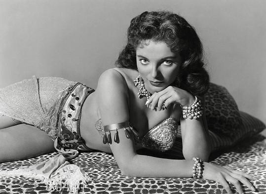 Joan ve filmu Země faraonů (1955)