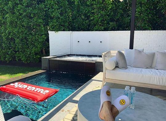 Zahradní domek s bazénem a vířivkou