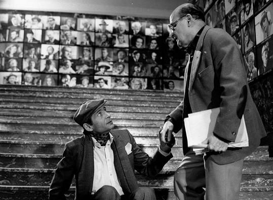 Jiří Kodet a režisér Oldřich Lipský během natáčení Velké filmové loupeže. Lipský se dotočení filmu nedožil.