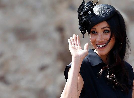 Krásná vévodkyně rozdávala úsměvy na všechny strany.