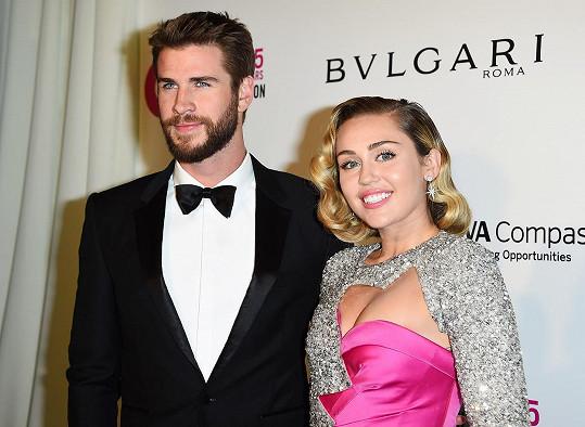 Exmanžel Liam Hemsworth byl jejím prvním sexuálním partnerem, Miley mu to ale tajila.