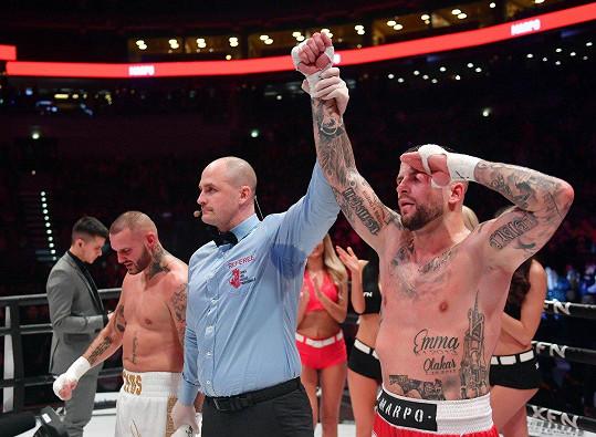 Boxerský zápas nakonec vyhrál Marpo.