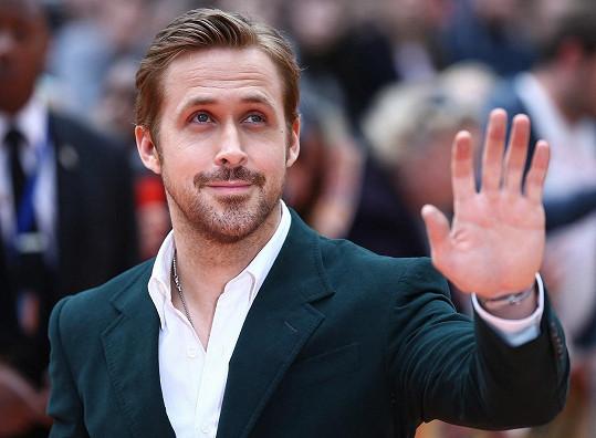 Kanadský krasavec Ryan Gosling zavítal do Prahy kvůli natáčení filmu The Grey Man.