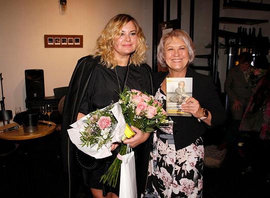 Kmotrou knihy se stala její dobrá přítelkyně Jitka Čvančarová a moderátor Aleš Cibulka.
