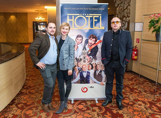 V seriálu Hotel si zahraje s Vlastinou Svátkovou a Martinem Meľem.
