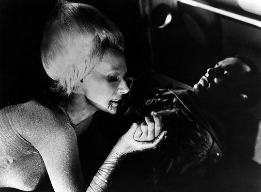 Florence Marly v béčkovém hororu Queen of Blood (1966). Konce její kariéry bohužel nebyly veselé.