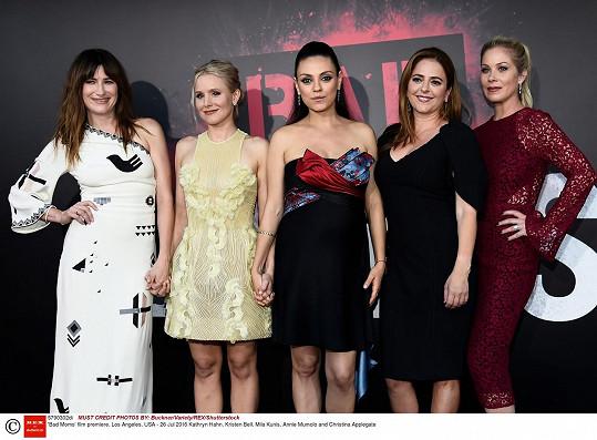 Na premiéře komedie Matky na tahu se sešly Kathryn Hahn, Kristen Bell, Mila Kunis, Annie Mumolo a Christina Applegate.