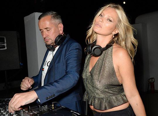 Kate Moss si zahrála na DJku.
