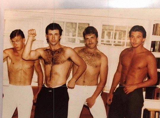 Stephen, Alec, Daniel a William (zleva) na archivním snímku