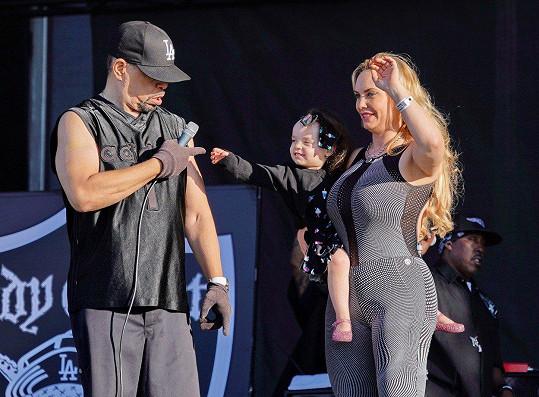 Ice-T nedá bez svých holek ani ránu.