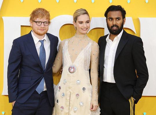 Vesele pózovala dál s kolegy Edem Sheeranem (vlevo) a Himeshem Patelem.
