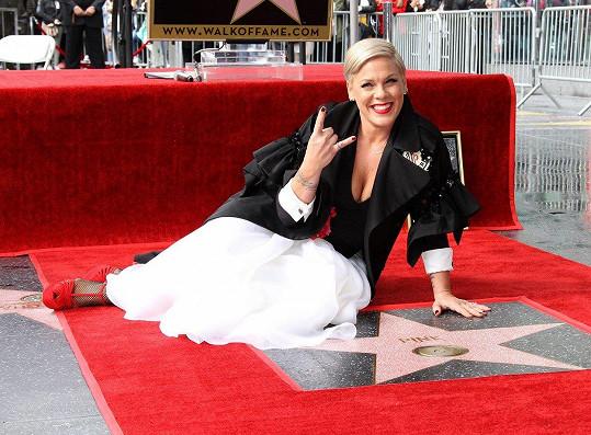 Zpěvačka má hvězdu na hollywoodském chodníku slávy.