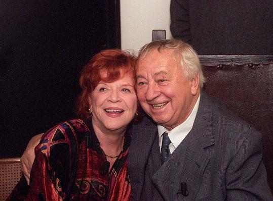 Miroslav Horníček s oblíbenou kolegyní Jaroslavou Adamovou v devadesátých letech.