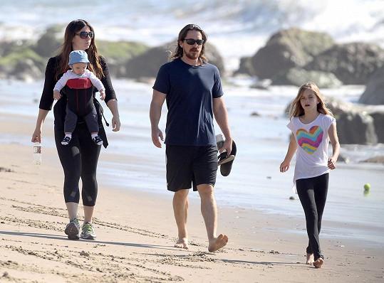 Christian vzal na procházku i půlročního syna.