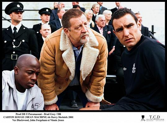 John Forgeham (uprostřed) ve filmu Mean Machine (2001)