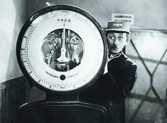 Vlasta Burian ve filmu Přednosta stanice (1941)