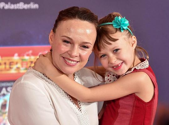Dcera Maya se brzy dočká svého hereckého debutu. Na snímku z roku 2017