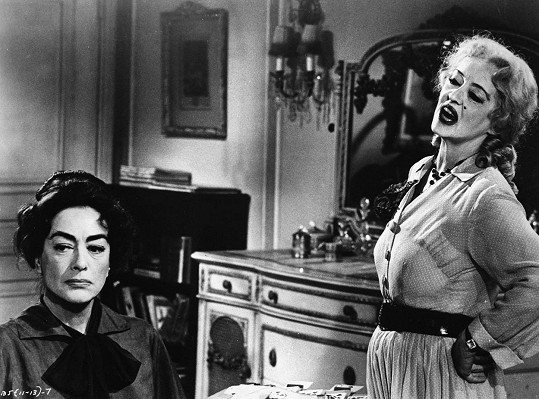 Joan Crawford a Bette Davis ve filmu Co se vlastně stalo s Baby Jane? (1962)