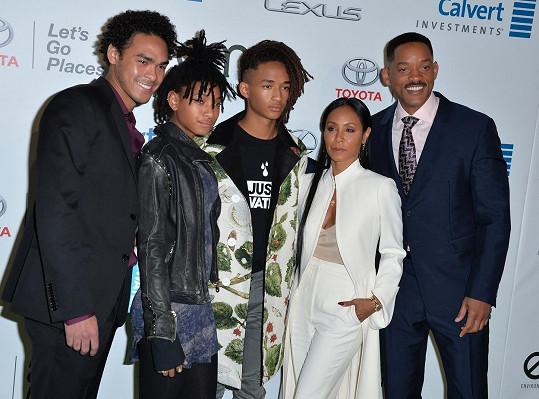 Jada s manželem Willem Smithem, jejich dětmi Jadenem a Willow a Treyem Smithem (vlevo) z hercova prvního manželství se Sheree Zampino.
