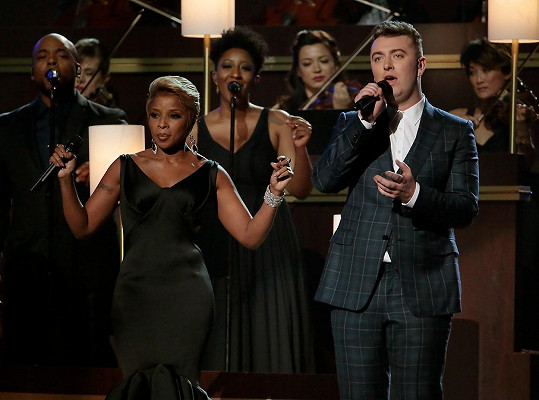 Na pódiu si Sam Smith zazpíval i s Mary j. Blige.