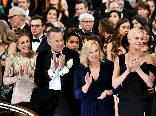 Herečka s maminkou seděly vedle Toma Hankse s Ritou Wilson.