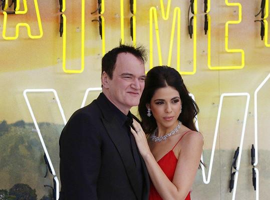 Quentin Tarantino s manželkou Daniellou Pick zavítali na londýnskou premiéru Tenkrát v Hollywoodu.