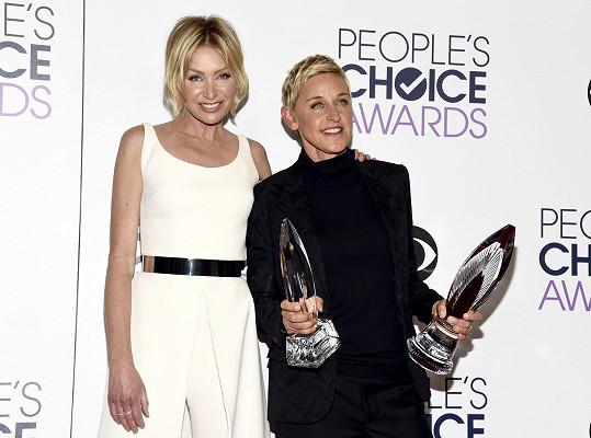 Partnerkou slavné moderátorky (vpravo) je herečka Portia De Rossi.
