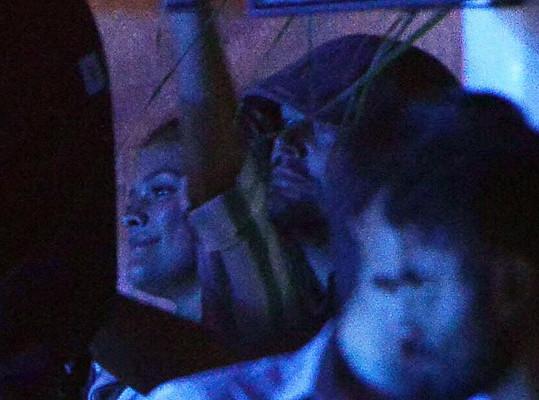Takhle herec ještě 28. července trávil večer s přítelkyní Ninou na Mykonosu.